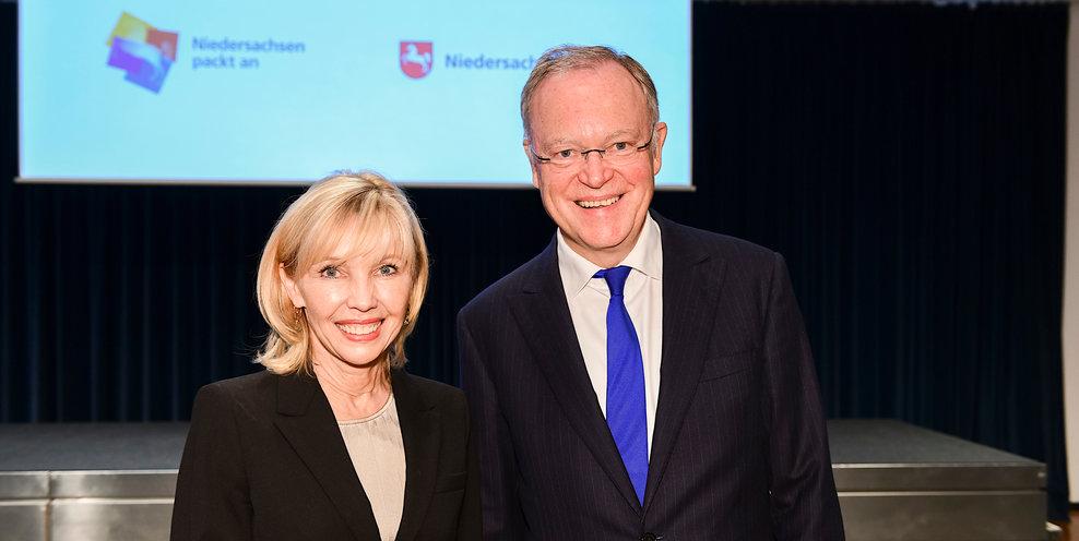 Landesbeauftragte für Migration und Teilhabe Doris Schröder-Köpf und Ministerpräsident Stephan Weil